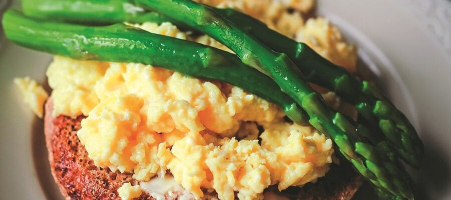 Tender Asparagus Scrambled Eggs