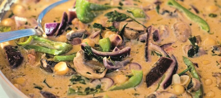 MILD MUSHROOM CURRY WITH COCONUT MILK